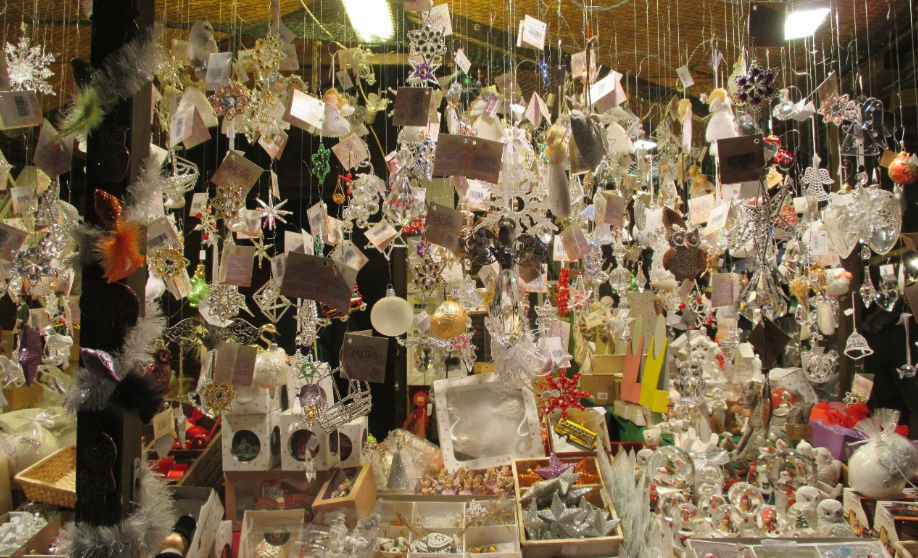 Brno_christmas_market_ornaments.png