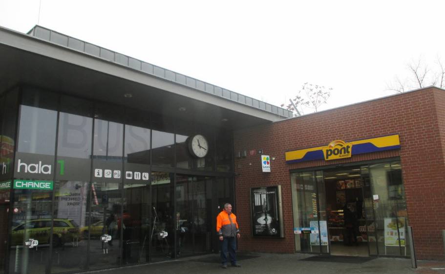Florenc_bus_station_entrance.png