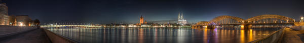 Cologne_-_Panoramic_Image_of_the_old_town_at_dusk.jpg