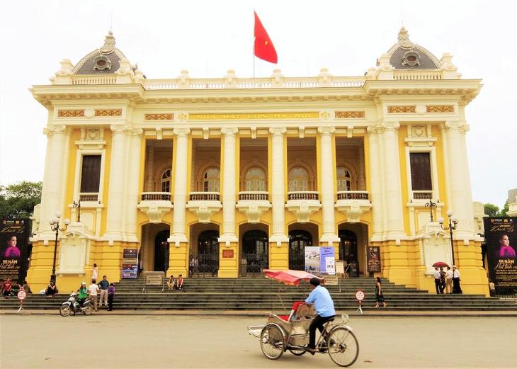 hanoi opera house   top.JPG