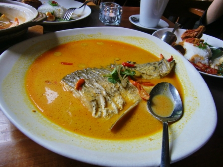 Fish head curry Seribu Rasa.JPG