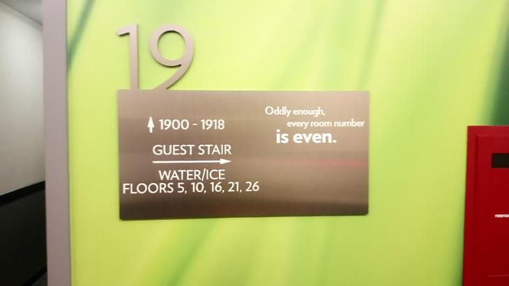 Floor sign Even hotel.JPG