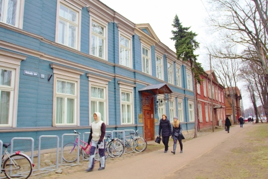 wooden houses JPEG (640x427).jpg