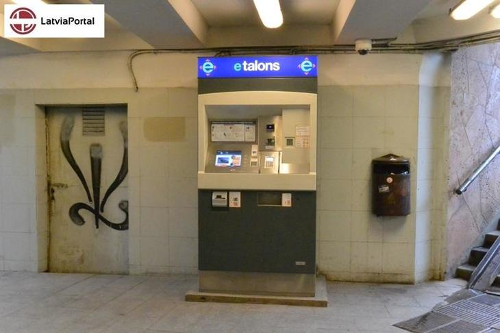 02 e talons ticket machine.JPG