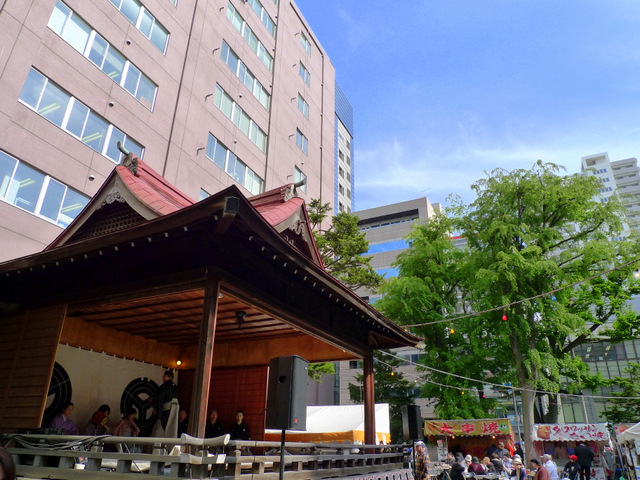 Noh Play on the stage of the Shrine