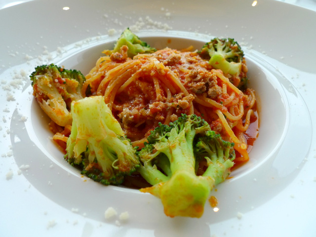 Tomato Sauce Spaghetti with Salsiccia and Broccoli