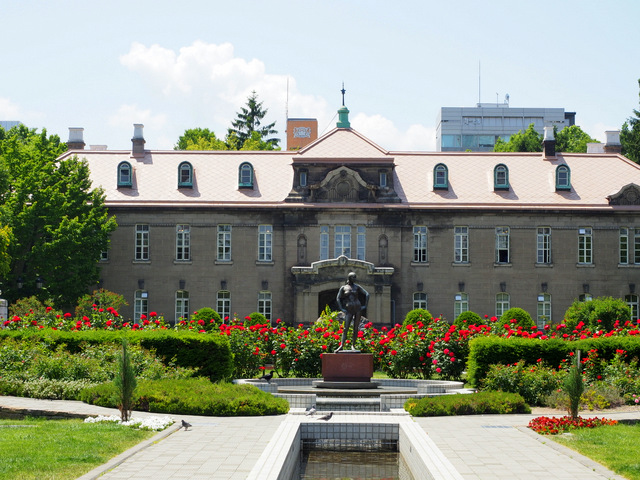 Roses and Sapporo Shiryokan (Former Sapporo Court of Appeals)  that is next to Rose Garden