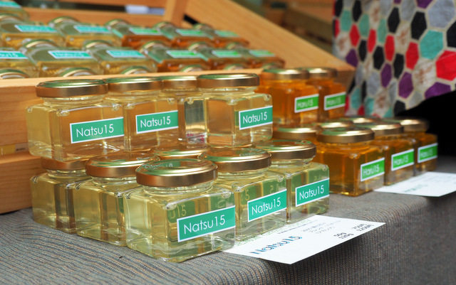 Non-heated Honey from Flowers for Three Seasons