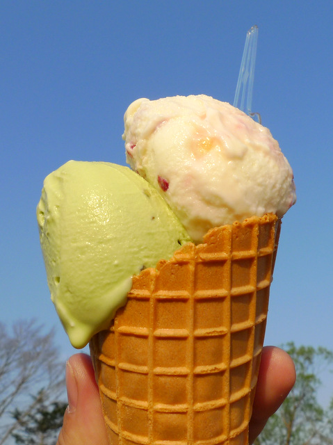 Pistachio Ice Cream and Karupisu-taste Fruts Ice Cream