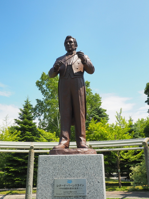 "Statue of ""Leonard Bernstein"", Mestro and Founder of PMF in Nakajima Park, Sapporo"