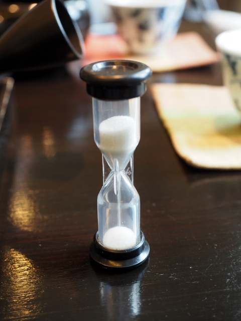 Hour glass to measure time of extraction time