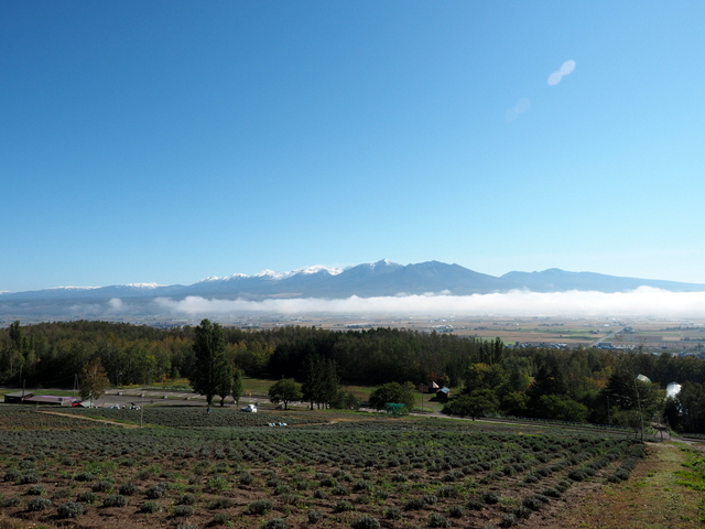 "The view from ""Saika-no-sato"", Tokachidake Mountain Range in the field of clouds"