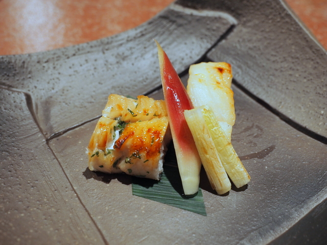 Grilled dish: Pacific cod with Saikyo miso sauce and fat greenling with edible leaf bud