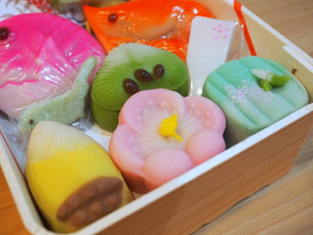 "Japanese sweets in the shape of ""pine, bamboo, and plum"" as traditional Japanese lucky charms"