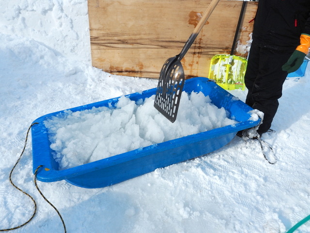 Making appropriate hardness of snow with water