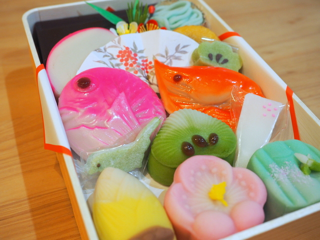 Japanese sweets which are a mock sea red bream and a mock shrimp