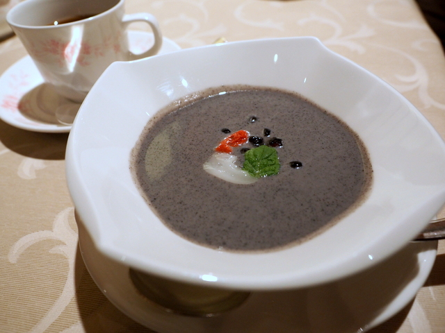 Sweet soup made with coconut milk and sesami for dessert
