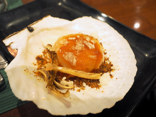 Marinade ear-stringing scallop from Yakumo with sweet carrot and root radish from Rusutsu