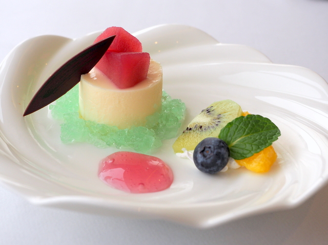 Gateau of fromage from Kuromatsunai with apple from Aomori