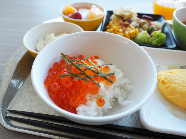 Rice with salmon roe