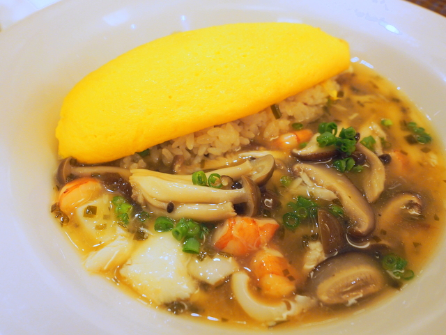 Seafood rice steamed with soup of sea red beam and omelet