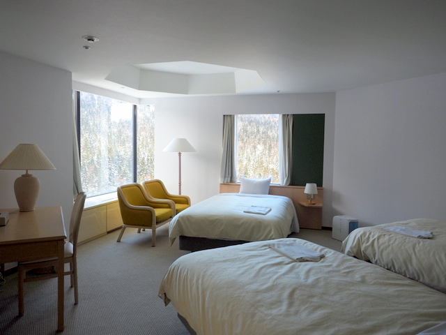 Bed room with three beds