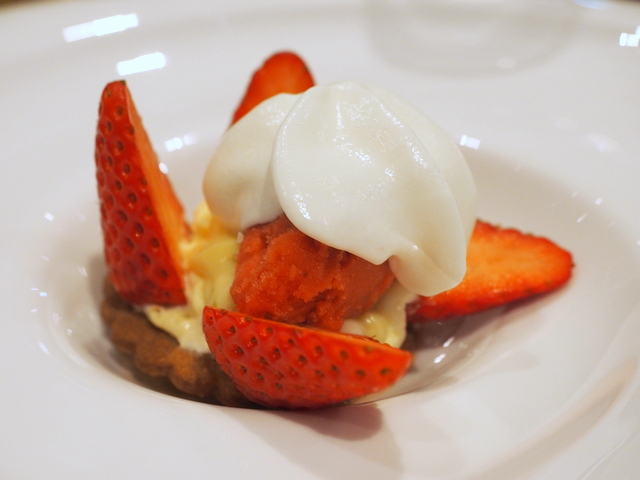 "Strawberry ""Mizunoka "" from Nonaka Farm in the tart style"