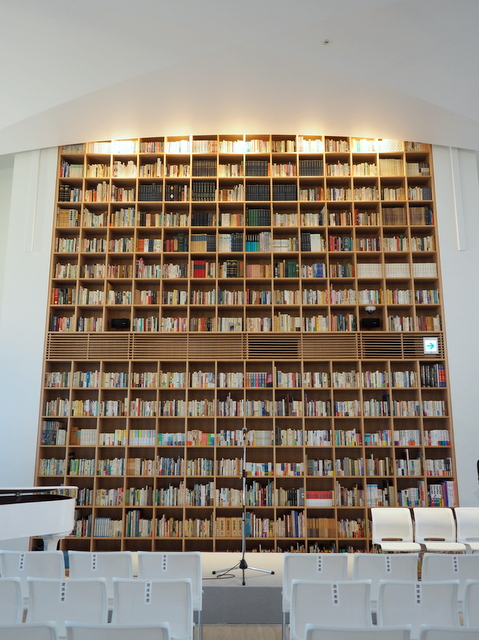 """6,000 books in """"Books & Cafe Space"""" on the second floor"""