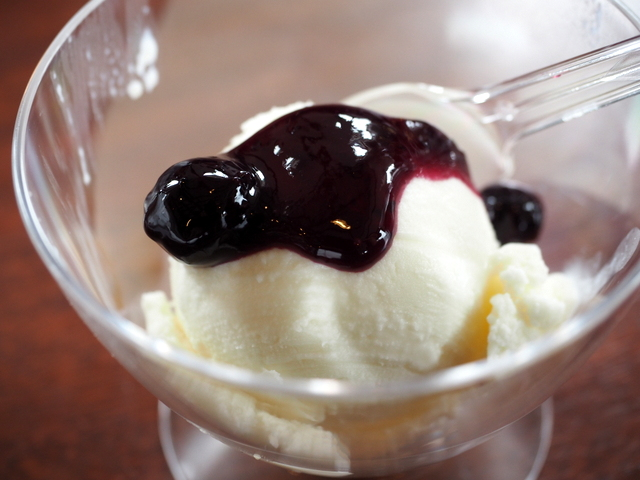 Milk ice cram with berry sauce from Very Berry Farm UEDA
