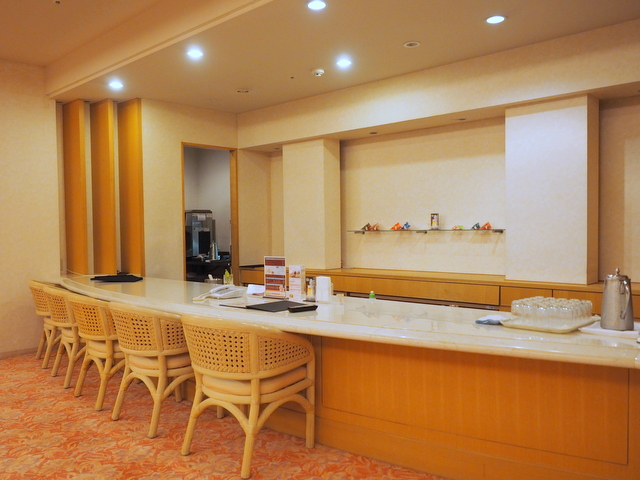Lounge which offers light meals, desserts and drinks including fresh juice and alcohol