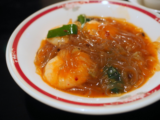 Simmering pot of stewed prawns and bean-starch vermicelli with broad bean chili paste