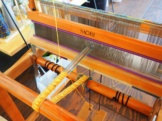 Hand loom which is set in the cafe