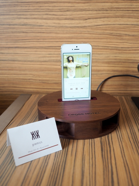 "Iphone speaker made of wood by ""Sasaki kogei"" in Asahikawa"