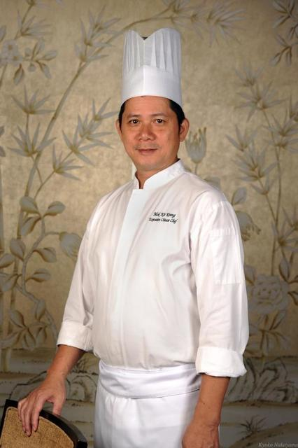 th_1thumbnail_Chef Mok Kit Keung of Shang Palace Singapore - portrait.jpg