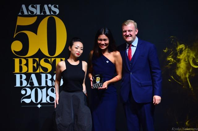 th_1Jamie Rhind and Pingsuda Pongprom, The Bamboo Bar at Mandarin Oriental Bangkok, The Best Bar in Thailand sponsored by Hennessy, with Irene Kong, Marketing Director, Moet Hennessy Diageo Singapore (1).jpg