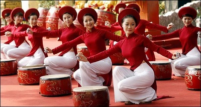 Women-in-traditional-Ao-Dai-dresses-serve-at-a-reception-to-mark-the-Chinese-New-Year-in-Hanoi.jpg