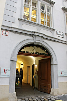 Mozarthaus-entrance-400x300.JPG
