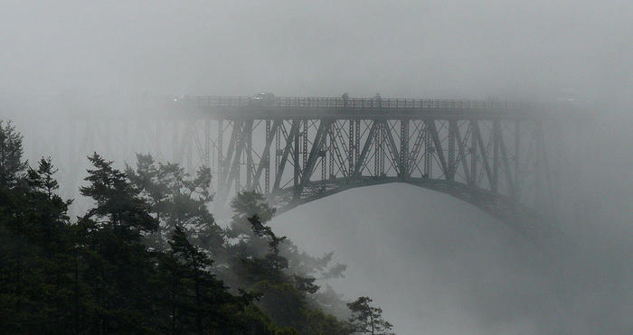 Deception_Pass_Bridge_in_fog.jpg